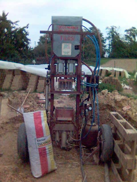 Vályogtégla készítő gép